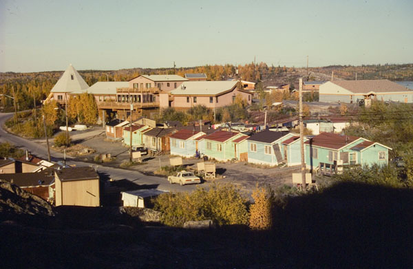 <p>At the end of Latham Island you arrive in N&#39;Dilo, a Dene First Nation Aboriginal community near Yellowknife. When the gold prospectors arrived, the Dene who lived in the Yellowknife area resided on Latham Island.</p>